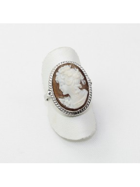 Ring with cameo